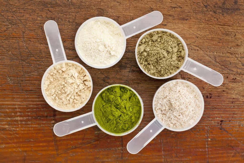 proteinpulver i måleskeer