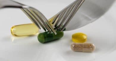 en tallerken med pille rog kapsler som spises med kniv og gaffel et udvalg af slankepiller 390x205