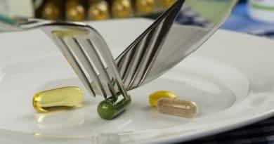 en tallerken med pille rog kapsler som spises med kniv og gaffel slankepiller 390x205