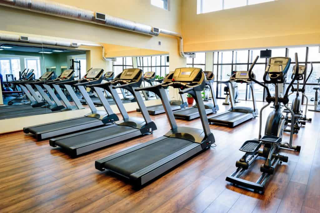 loebebaand i fitness center er klar til at blive brugt 1024x681