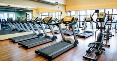 loebebaand i fitness center er klar til at blive brugt 390x205