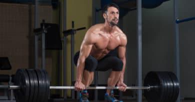 muskuloes mand goer sig klar til et reverse grip doedloeft 390x205